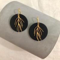 Pendientes circulares de arcilla polimérica y latón dorado, elegantes y modernos